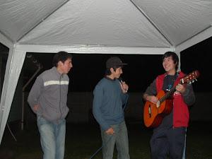 los tres intentando cantar