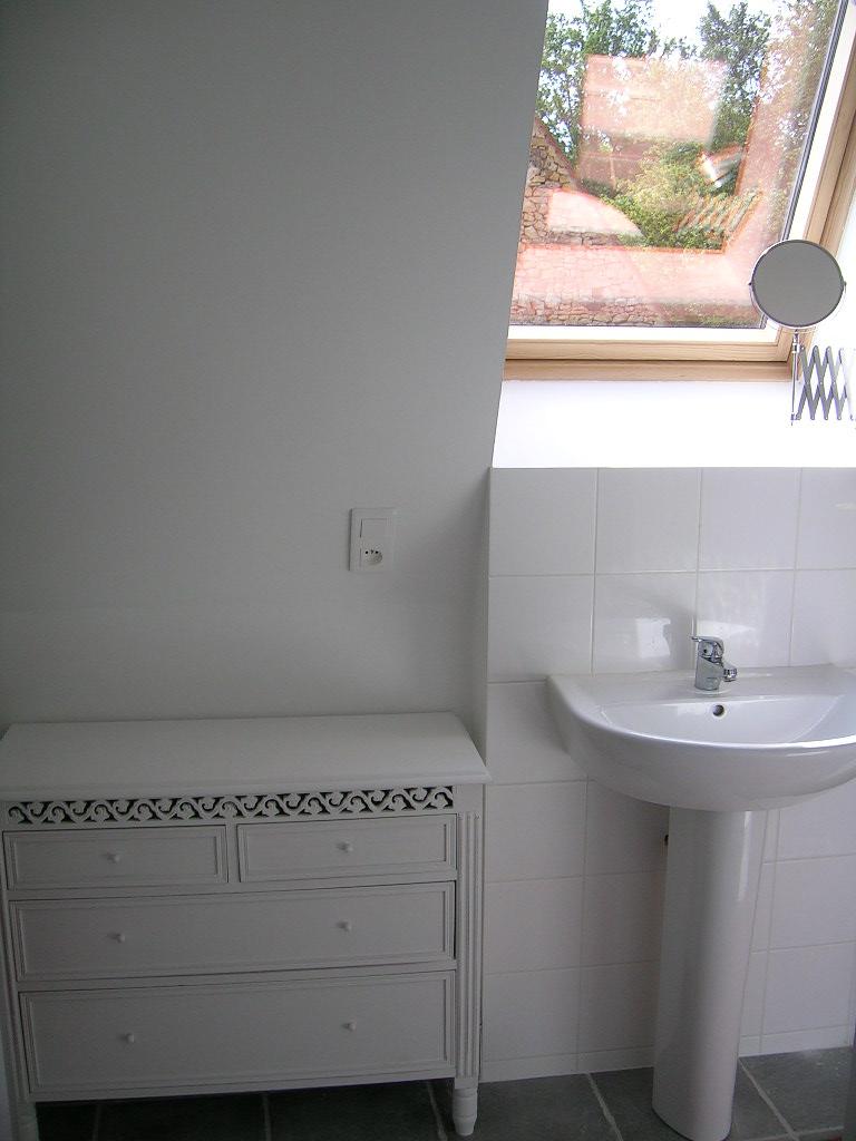 [bathroom.jpg]