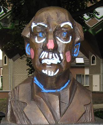 Borstbeeld van de in Helmond geboren componist Matthijs Vermeulen
