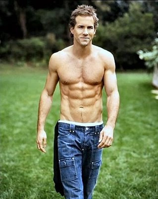 Hot Macho Actor Ryan Reynolds in Jeans