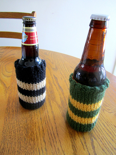 Wattlebird Knit Beer Cozy Pattern