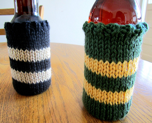 Knit Koozie Pattern : wattlebird: Knit Beer Cozy Pattern