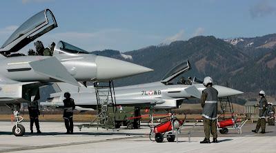 http://2.bp.blogspot.com/_AxCuBauiBF0/SSK0JMTpuuI/AAAAAAAABA8/TZvuiYBux6k/s400/Eurofighter+Typhoon1.jpg