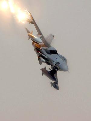 http://2.bp.blogspot.com/_AxCuBauiBF0/SmSU3VqyzUI/AAAAAAAACoM/4MmLvTa6Bqs/s400/RAF_GR4_Tornado.jpg