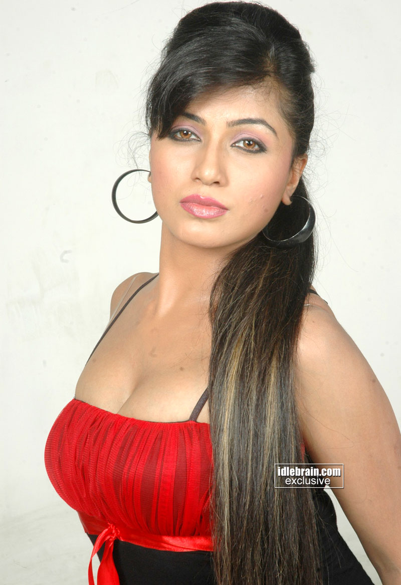 Red Hot Arthi Puri Pics
