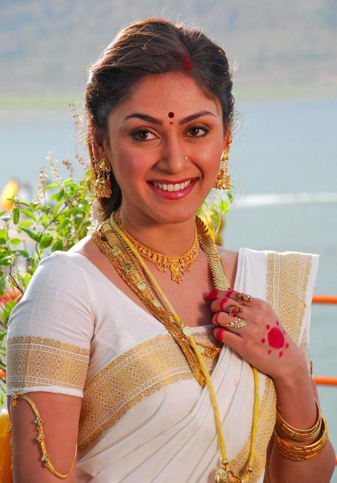 Ragalahari: HOT MANJARI PHADNIS Photos in Saree Looking So