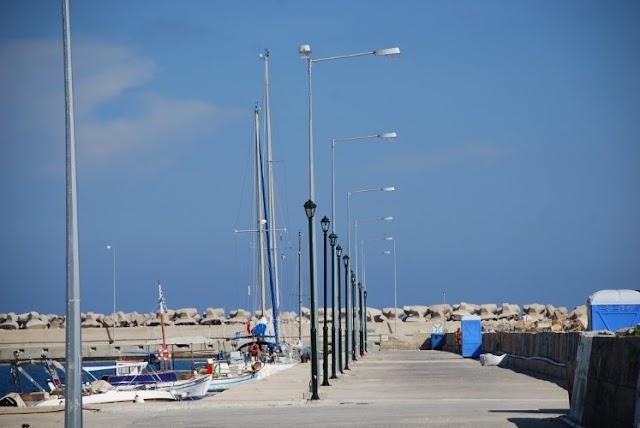 Νέα φωτιστικά στο λιμάνι από το Δήμο