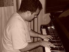 Gabriel, em estúdio RJ) gravando disco solo