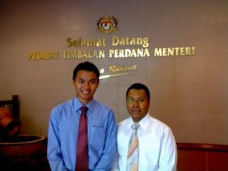 [saiful+at+dpm's+office.jpg]