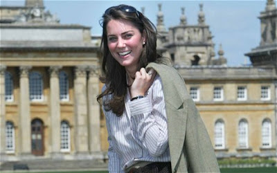 Kate Middleton looking posh outside buckingham palace