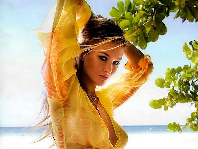 sun in 1st house, woman in sun wearing yellow