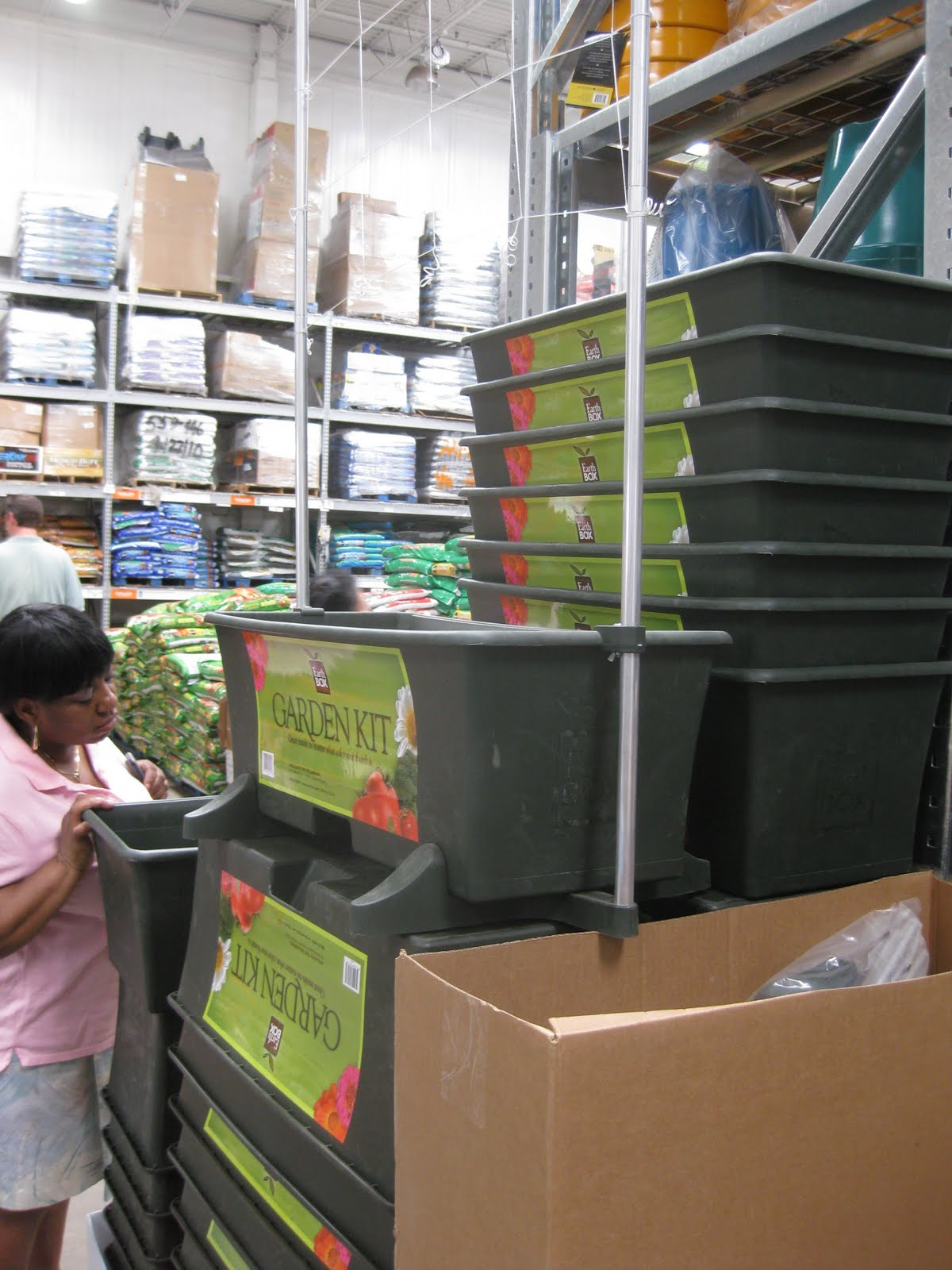 The ultimate growing system: The EarthBox ® gardening system! A great value—you name it, you can grow it! Poor soil conditions and small backyards are no .