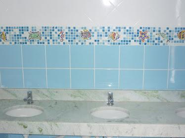 Enfim, na parede do banheiro!