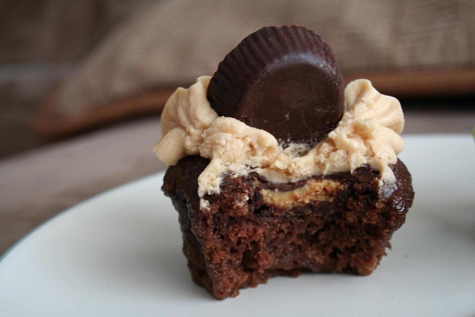 Growing Up Veg: Vegan Chocolate Peanut Butter Cup Cupcakes