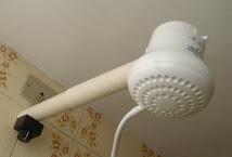 No chuveiro elétrico, o gasto é de aproximadamente 140 litros em 15 minutos de uso.