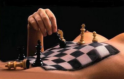 Взаимоотношенията са като шах - непредвидимите ходове водят до неочаквани резултати