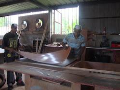 Isaac y Miguel Trabajando en El Taller