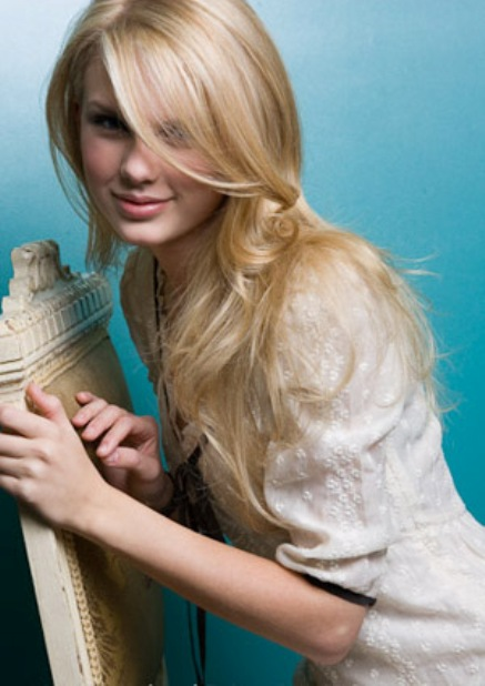 taylor swift straight hair 2 Taylor Swifts Straight Hair Revealed!