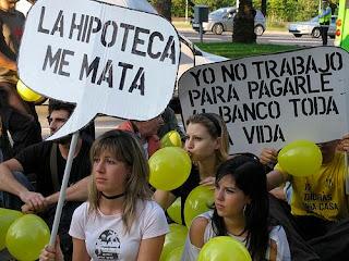 En la imagen que ilustra el post, manifestación de jóvenes contra el sistema hipotecario impuesto por las entidades financieras en España.