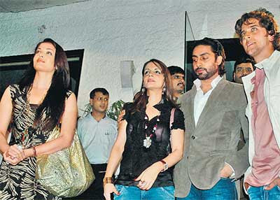 abhishek bachchan looking at wrong place
