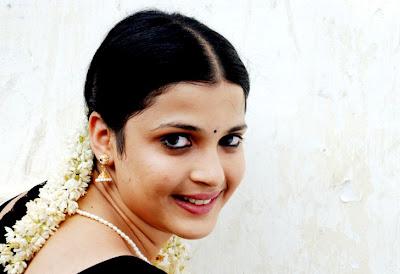 Nicole Tamil Movie Naai Kutty New Stills Naai Kutty