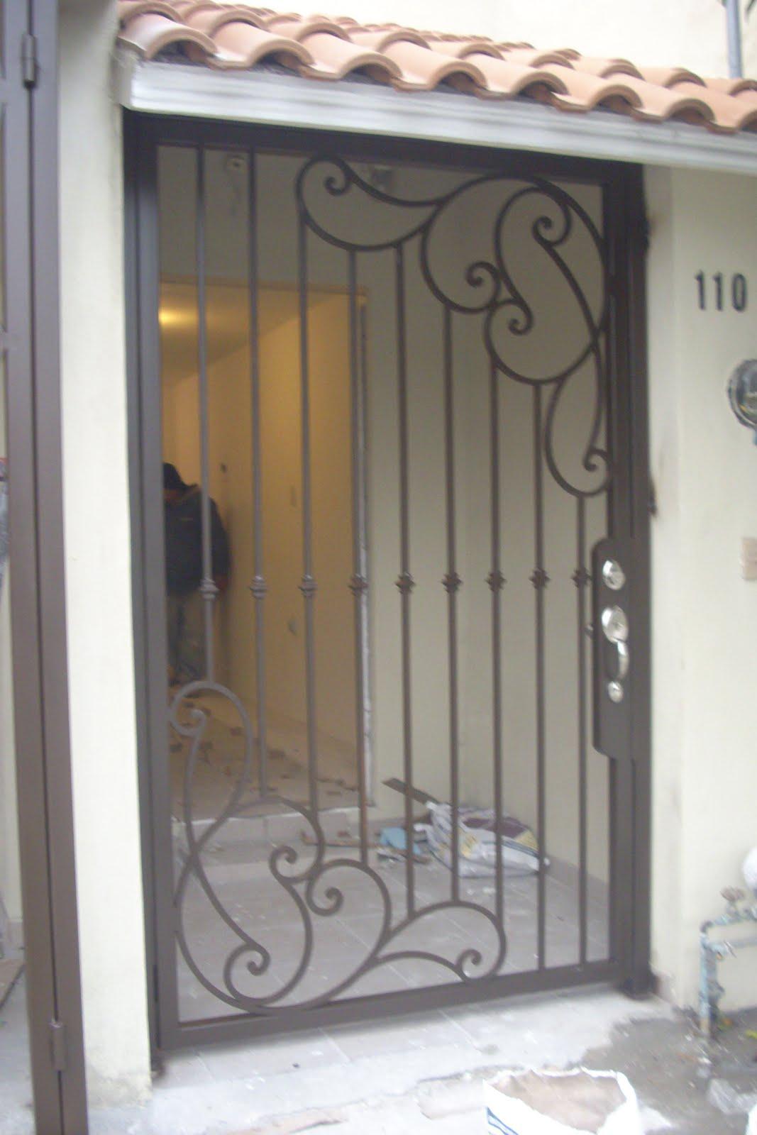 Portón Abatibles y Fijos laterales en hierro forjado, RPPB-009