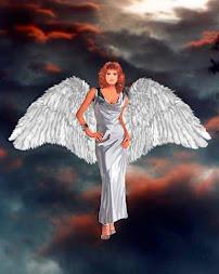 Ángel de cielos iluminada por el fuego