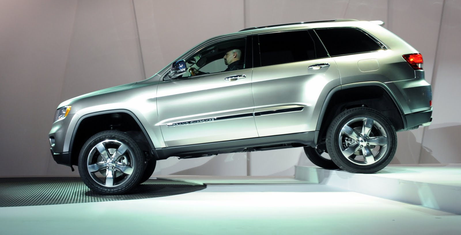 cowboy dodge 2011 jeep grand cherokee awarded top safety. Black Bedroom Furniture Sets. Home Design Ideas