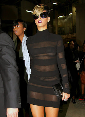 Rihanna in Black Dress hot pictures