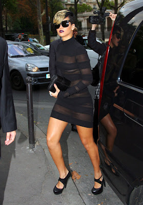 Rihanna in Black Dress photos