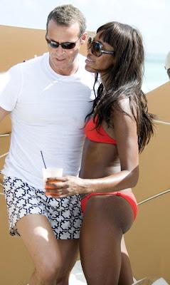 Naomi Campbell Hot In Orange Bikini pictures