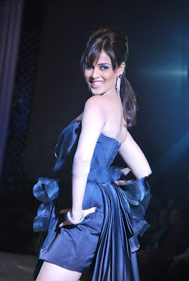 Genelia D'Souza walks ramp pics