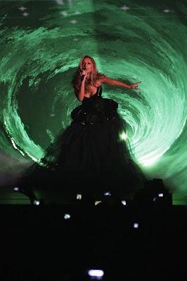 Leona Lewis Performs at MTV Europe Music Awards 2009 pics