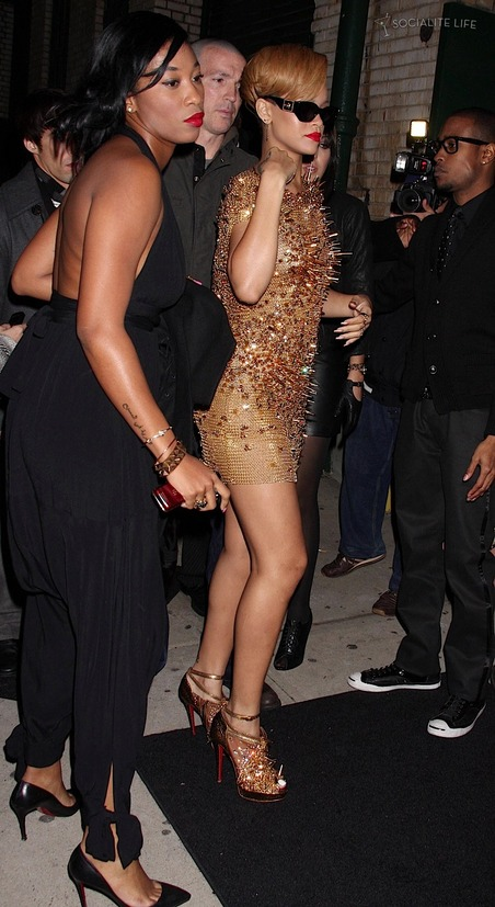 Rihanna shows off derriere cleavage in very low slung gold dress ...