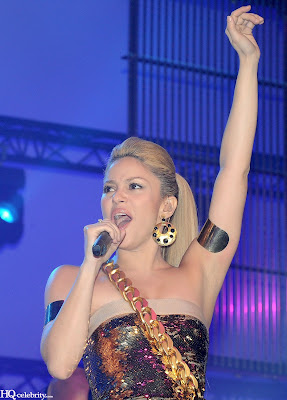 Shakira Sizzles in Paris Performance new pics