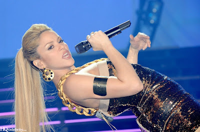 Shakira Sizzles in Paris Performance pics