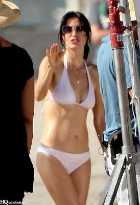 Courteney Cox Bikini pics