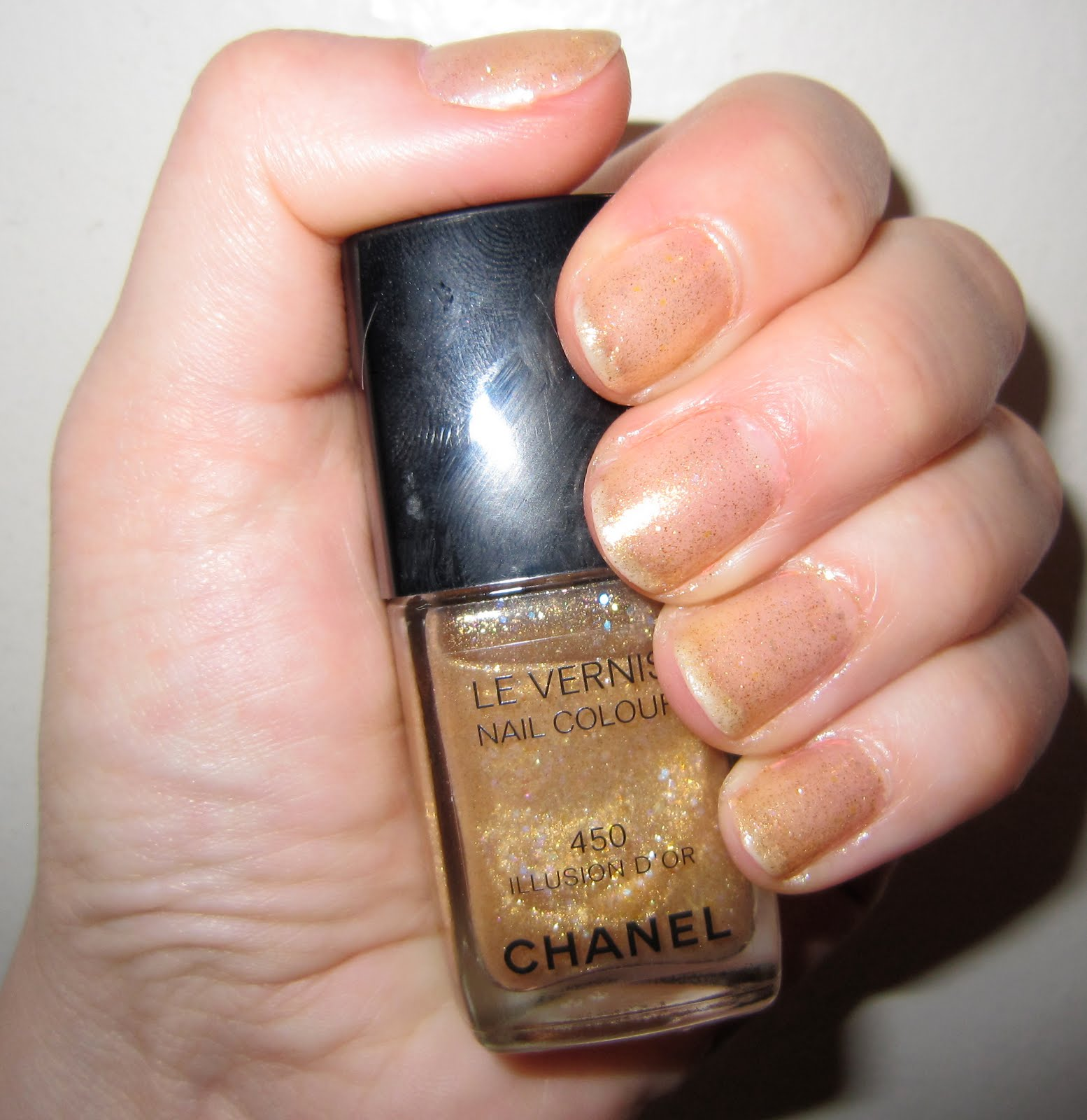 The Beauty of Life: Mani of the Week: Chanel Illusion D\'Or
