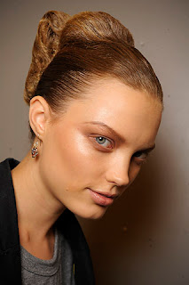 pale glossy lips, beauty trends, lipgloss, lip gloss, lip trends, runway beauty looks, Fashion Week, Prada