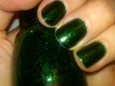 China Glaze, China Glaze Sleigh Ride, China Glaze Emerald Sparkle, China Glaze Nail Polish, China Glaze Holiday 2008 Collection, nail, nails, nail polish, polish, lacquer, nail lacquer, mani, manicure, Mani of the Week, green, green polish, green nails, green nail polish