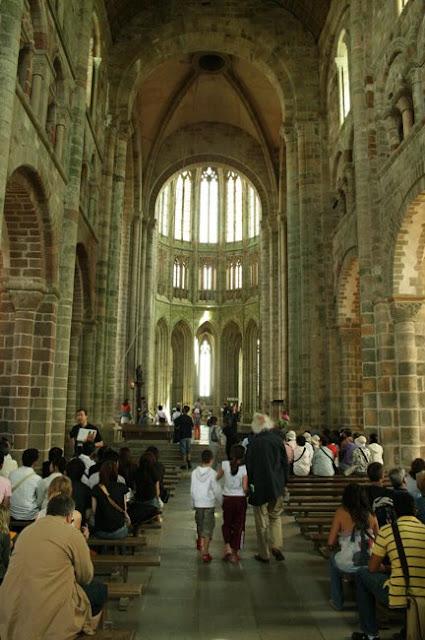 interiores-monasterio-mont-st-michel