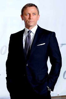 Daniel Craig wearing a suit and tie