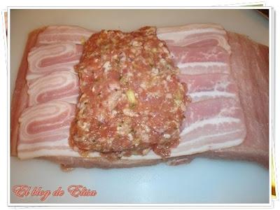 El blog de elisa lomo relleno de carne con salsa de for Cocinar cinta de lomo al horno