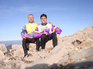 Satisfechos por el reto de alcanzar la cima en la Sierra de Santo Domingo