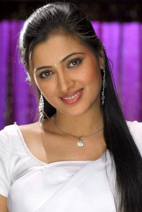 South Indian actress Navneet Kaur in White Saree Masala pics
