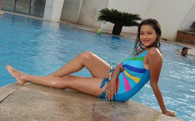 http://2.bp.blogspot.com/_BMXwnaCMtOo/SYl0BLVm-NI/AAAAAAAAFcI/7gIq0DzwzH8/s400/Madalsa+Sharma+in+swim+suite.jpg