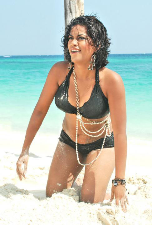 [Mumaith+khan+Bikini+Photos7.jpg]