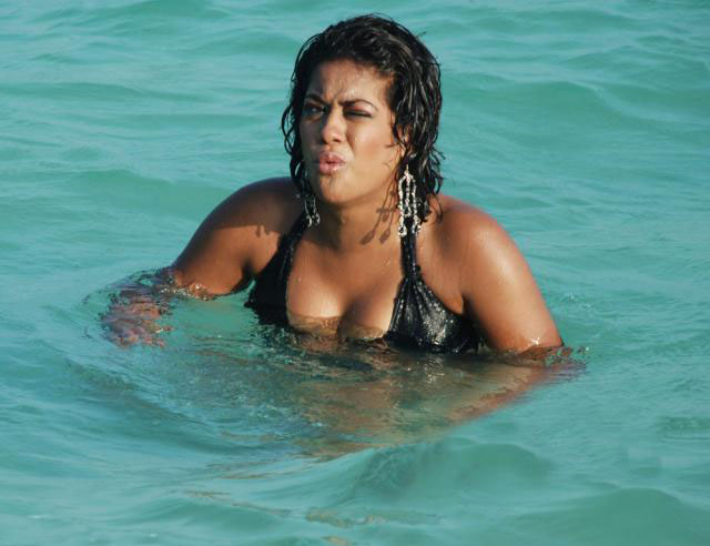 [Mumaith+khan+Bikini+Photos3.jpg]