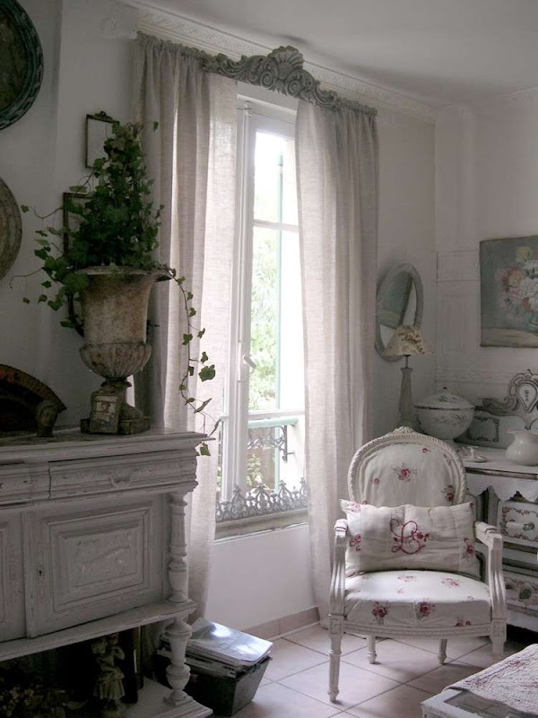 country french antiques cote sud d coratrice. Black Bedroom Furniture Sets. Home Design Ideas