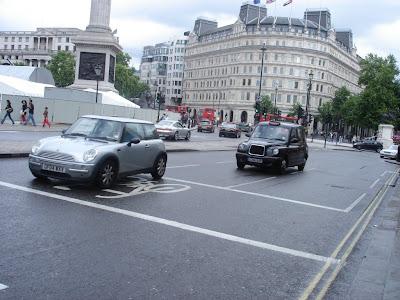 Кэбы на улицах Лондона